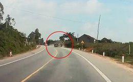 Pha thoát nạn thần kỳ của tài xế ô tô sau pha lật xe như trong phim hành động ở Hà Tĩnh