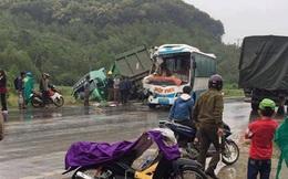 Xe đầu kéo mất lái tông trực diện xe khách, nhiều người bị thương