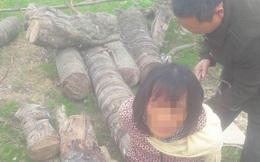 Người dân bắt trói một phụ nữ vì nghi bắt cóc trẻ con