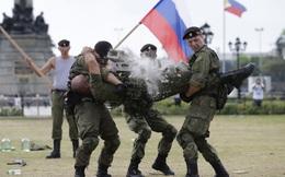 24h qua ảnh: Lính thủy đánh bộ Nga phô diễn sức mạnh trên đất Philippines