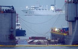 24h qua ảnh: Phà Sewol 'trở về' sau 3 năm nằm dưới đáy biển