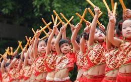 24h qua ảnh: Các bé gái trình diễn múa trống ở Trung Quốc
