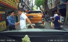 Vụ va chạm trên phố Hà Nội và cái bắt tay được nhiều người tán thưởng