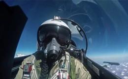 """""""Vũ điệu của những quý ông"""" giữa Không quân Nga và máy bay NATO"""