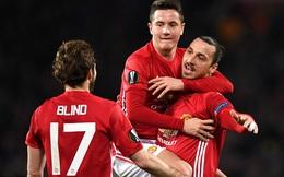 """Ghi bàn dễ như lấy đồ trong túi, Ibrahimovic được """"phong Thánh"""" trên Old Trafford"""