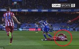 """""""Dính đòn"""" nặng trên sân, Torres suýt nguy hiểm đến tính mạng"""
