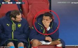 Sanchez hành động khó hiểu trong ngày Arsenal thảm bại
