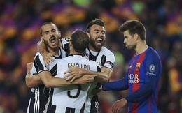 """Barca lại sập bẫy """"bợm già"""" trong trận đấu vô lý đến cùng cực"""