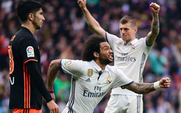 Ronaldo đá trượt penalty, Real Madrid vẫn kịp thổi lửa vào gáy  Barca
