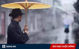 Kiên trì tìm được chiếc ô thất lạc, người đàn ông cả đời phú quý giàu sang