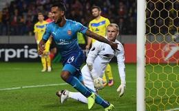 """Arsenal """"bùng nổ"""" trong trận đấu 6 bàn thắng; Rooney lập công vẫn buồn rười rượi"""