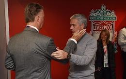 """Sự thật phũ phàng sau hình ảnh """"thân mật"""" của Van Gaal và Mourinho"""