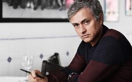"""""""Nụ cười bị đánh cắp"""" của Mourinho là niềm tin bất diệt vào công cuộc phục hưng Quỷ đỏ"""