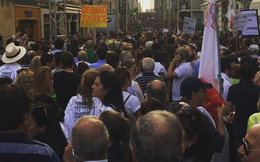 Hàng ngàn người xuống đường đòi công lý cho nhà báo phanh phui hồ sơ Panama