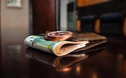 2 con lấy trộm tiền trong ví, đoạn hội thoại của bà mẹ khiến chúng không bao giờ tái phạm