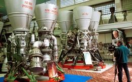 """Mạnh miệng tuyên bố """"tẩy chay"""", Mỹ vẫn phải xuống nước nài nỉ Nga bán động cơ tên lửa"""