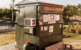 Chàng thanh niên sống sang chảnh trong thùng rác