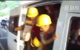 Bắt giữ một chiếc xe chở quá tải, cảnh sát không thể tin vào những gì nhìn thấy bên trong