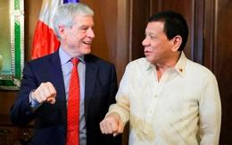 """Tổng Giám đốc Cơ quan tình báo Australia vạ lây vì làm động tác """"lạ"""" với ông Duterte"""