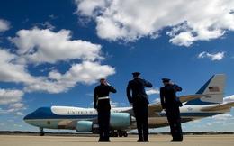 24h qua ảnh: Quân nhân Mỹ chào tạm biệt Không lực Một chở Tổng thống Donald Trump