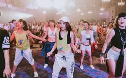 """""""Đội quân dancer nhí"""" hướng dẫn hàng trăm người lớn nhảy flashmod đầy sôi động"""