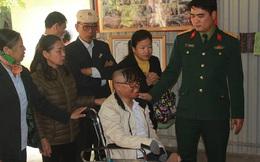 Vụ máy bay rơi ở Hòa Lạc: Chiến sỹ sống sót trong ngày đầu đến thắp hương cho đồng đội
