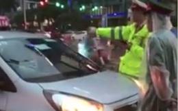 Đã xác định được tài xế taxi lao vào đường dành cho xe ưu tiên ở Hà Nội