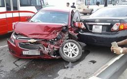 Ba xe ôtô đâm nhau trên cầu Thăng Long, giao thông ùn tắc nghiêm trọng
