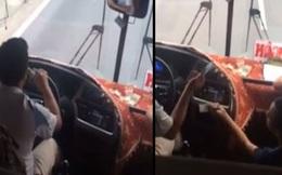 """Tài xế xe khách đánh """"đầu đít"""", chơi game trong lúc đang lái xe"""