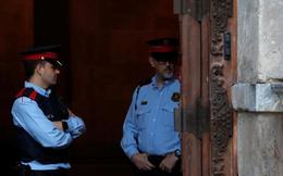 Chính phủ Tây Ban Nha quản lý trực tiếp Catalonia, dọa sa thải công chức không đi làm