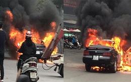 Hà Nội: Ô tô cháy rụi trên đường di chuyển trong giờ cao điểm buổi sáng
