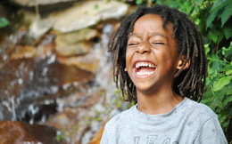 """Tác dụng kỳ lạ của """"Yoga Cười"""": Sóng năng lượng chữa bệnh chạy khắp cơ thể"""