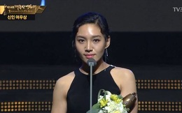 """Giải """"Oscar Hàn Quốc"""": Nhân viên truyền hình chửi rủa diễn viên trên sóng trực tiếp"""