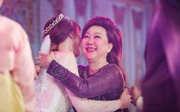 """Hari  Won, Mỹ Linh """"sống chung với mẹ chồng"""" như thế nào?"""