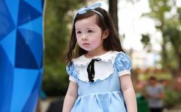Khoảnh khắc đáng yêu của con gái Elly Trần khi đi sự kiện cùng mẹ