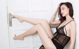 Lỗi hài hước gây cười trong bộ ảnh bikini nóng bỏng của Dương Yến Ngọc