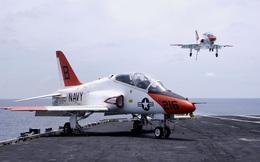 """""""Lớp học trên trời"""" của phi công Hải quân Mỹ"""