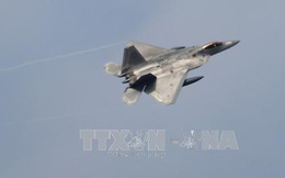 """Triều Tiên vừa phóng """"siêu tên lửa"""", Mỹ điều phi đội F-22 Raptor tới Hàn Quốc tập trận"""