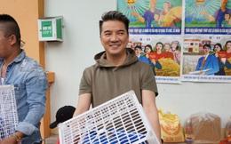 Đàm Vĩnh Hưng tranh thủ làm từ thiện trước ngày đi lưu diễn nước ngoài