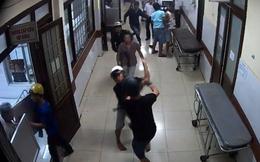 Cầm súng tiểu liên bắn lên trần nhà bệnh viện vì không tìm thấy đối thủ