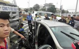 Xe Mazda bẹp rúm sau va chạm với xe đầu kéo, một người tử vong