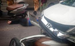 Hà Nội: Ô tô mất lái đâm hàng loạt xe máy đi cùng chiều