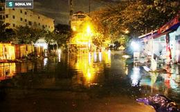 """Tuột nắp cống, nhiều hộ dân ở Sài Gòn """"khóc ròng"""" trong đêm"""