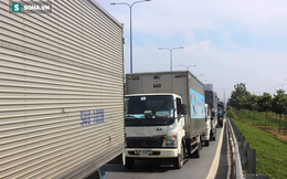 5 xe va chạm liên hoàn trên đại lộ, hàng trăm phương tiện ùn ứ kéo dài