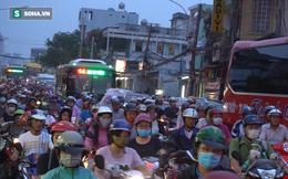 Biển người về quê ăn Tết, đường vào bến xe ở Sài Gòn kẹt cứng