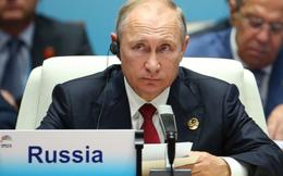 """Ông Putin trả lời cực khéo khi bị hỏi """"xoáy"""" về ông Trump: Ông ấy đâu phải cô dâu của tôi!"""