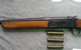 """Dùng vũ khí nghi là """"súng hoa cải"""" bắn nhầm người"""