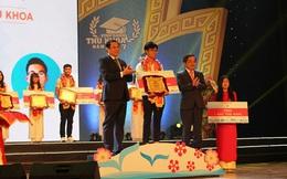 Chủ tịch Đà Nẵng vinh danh thủ khoa Đại học sau kết luận sai phạm của UBKT Trung ương