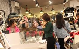 Bão mua sắm cuối năm: Quảng cáo giảm 80% giăng kín phố