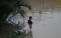Người nhái nhiều giờ lặn tìm thi thể thiếu niên mất tích trên sông
